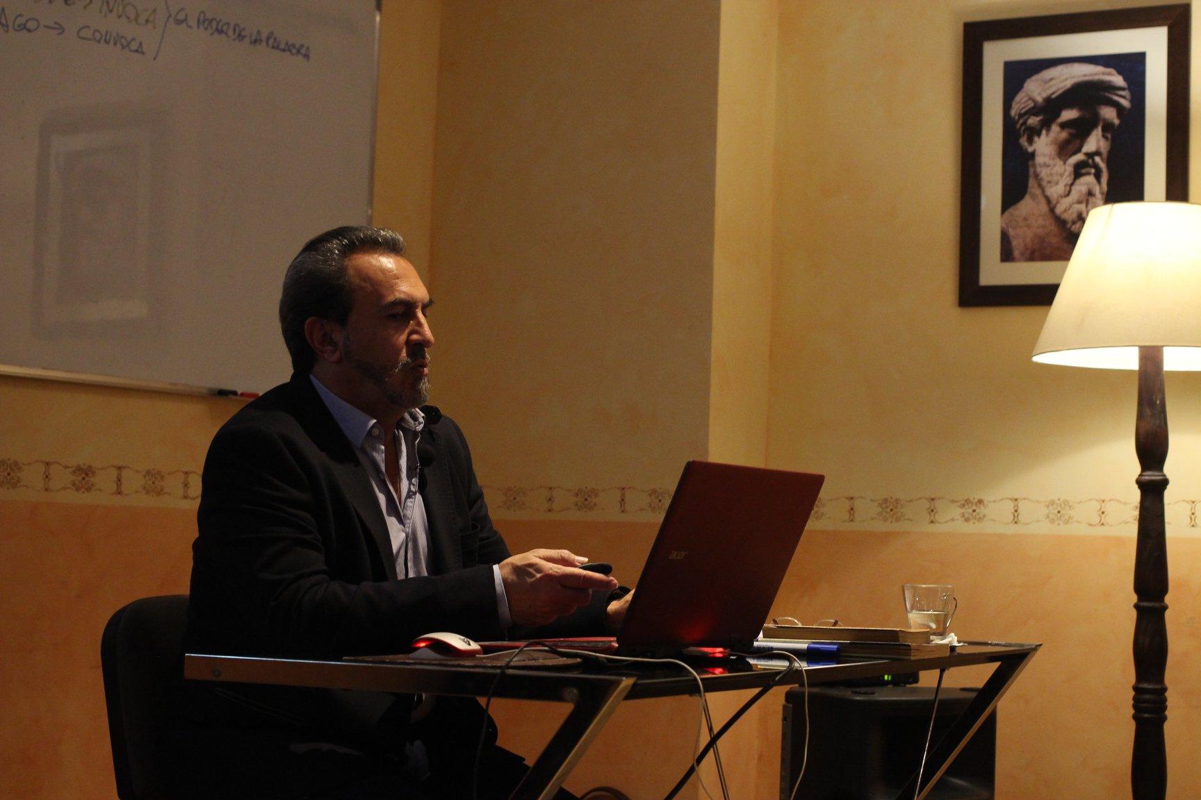 El profesor Javier Vilar, durante una conferencia en la Fundación Sophia